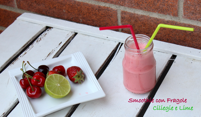 Smoothie con fragole,ciliegie e lime