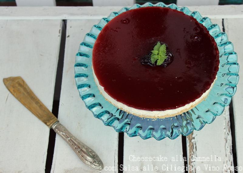 cheesecake alla cannella con salsa alle ciliegie