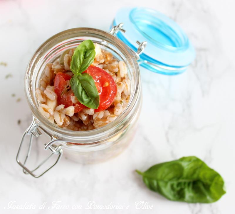 Insalata di farro con pomodorini e olive
