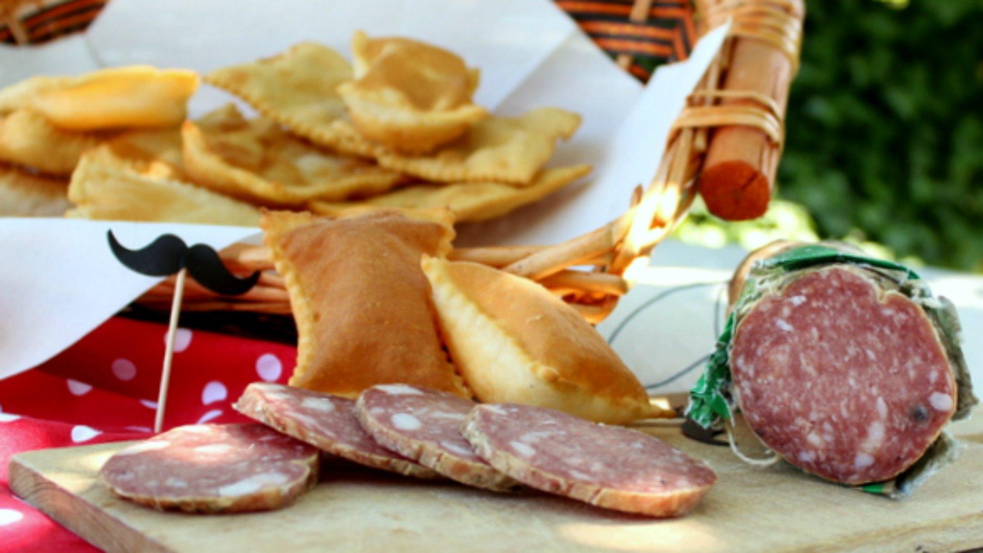 Gnocco fritto e crocchette di patate e salame Clai