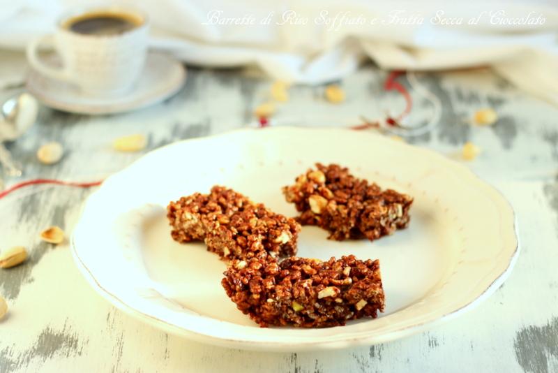 Barrette al cioccolato con riso soffiato e frutta secca
