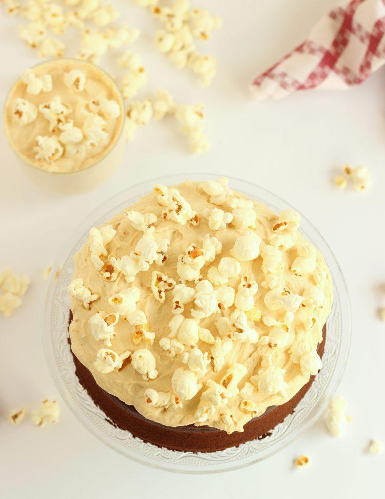 torta al cacao con frosting al mascarpone e burro d'arachidi