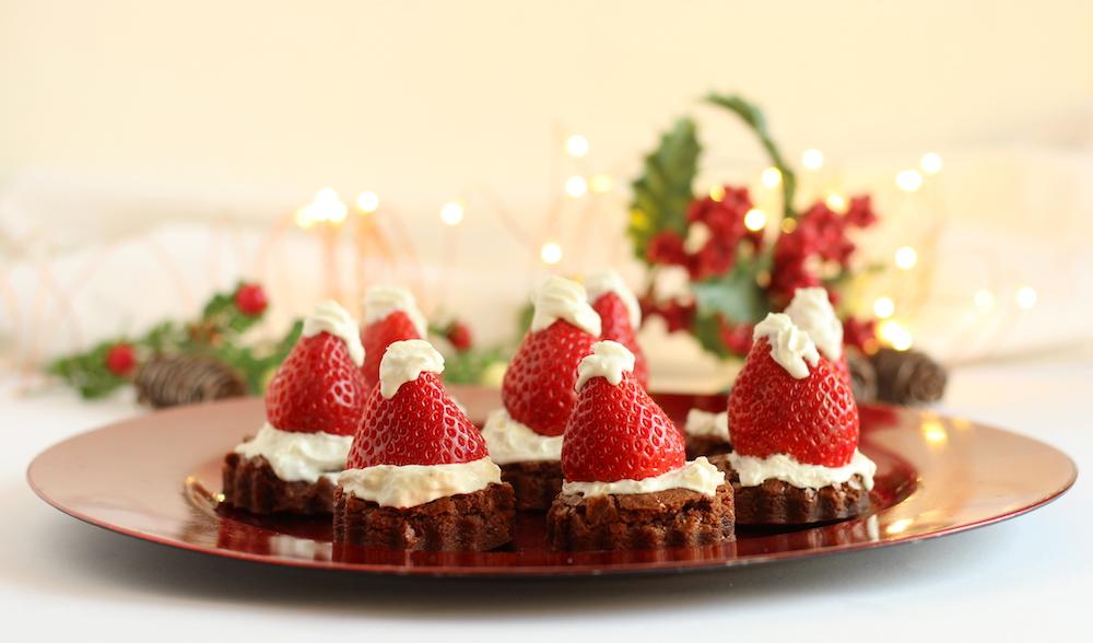 Torta cioccolatina con cappello di Babbo Natale