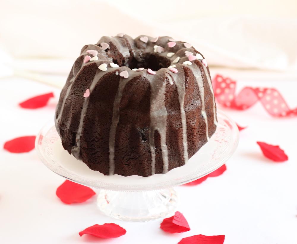 Bundt cake al cioccolato e frutti rossi